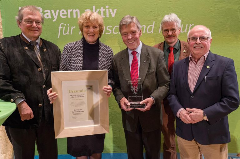 Göppel mit Bayerischem Naturschutzpreis 2018 ausgezeichnet – Unterstützung für Volksbegehren gegen Flächenfraß