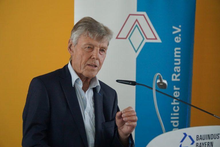 Bayerische Akademie Ländlicher Raum greift Flächenverbrauch auf